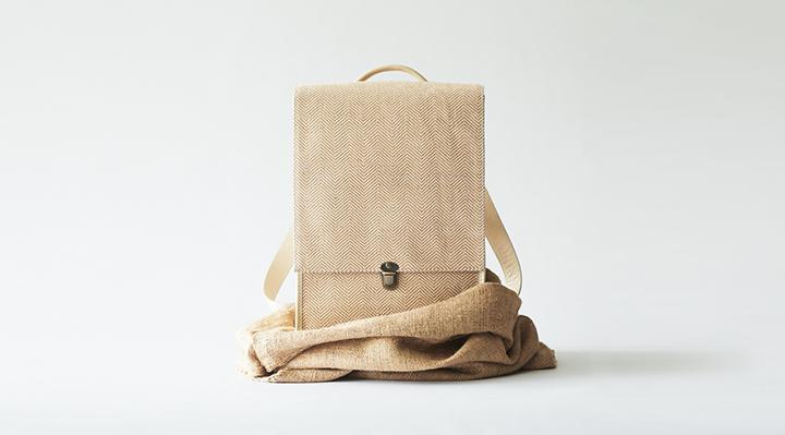 帶有美麗編織的輕質黃麻包